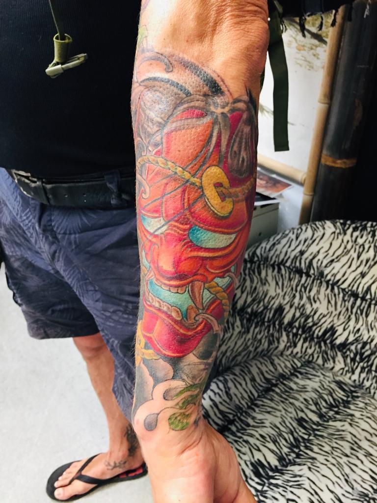 Farbiges Asia Tattoo am Arm - Tattoo by Daniel Pavlik